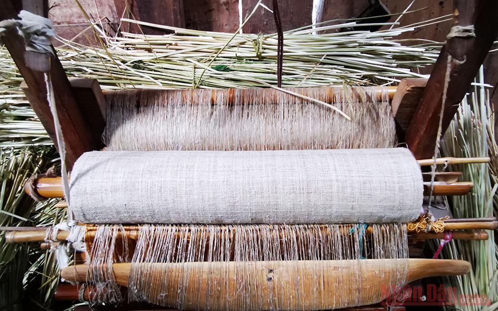 """""""Đặc sản"""" thổ cẩm lanh của người H'Mông ở Lùng Tám -0"""