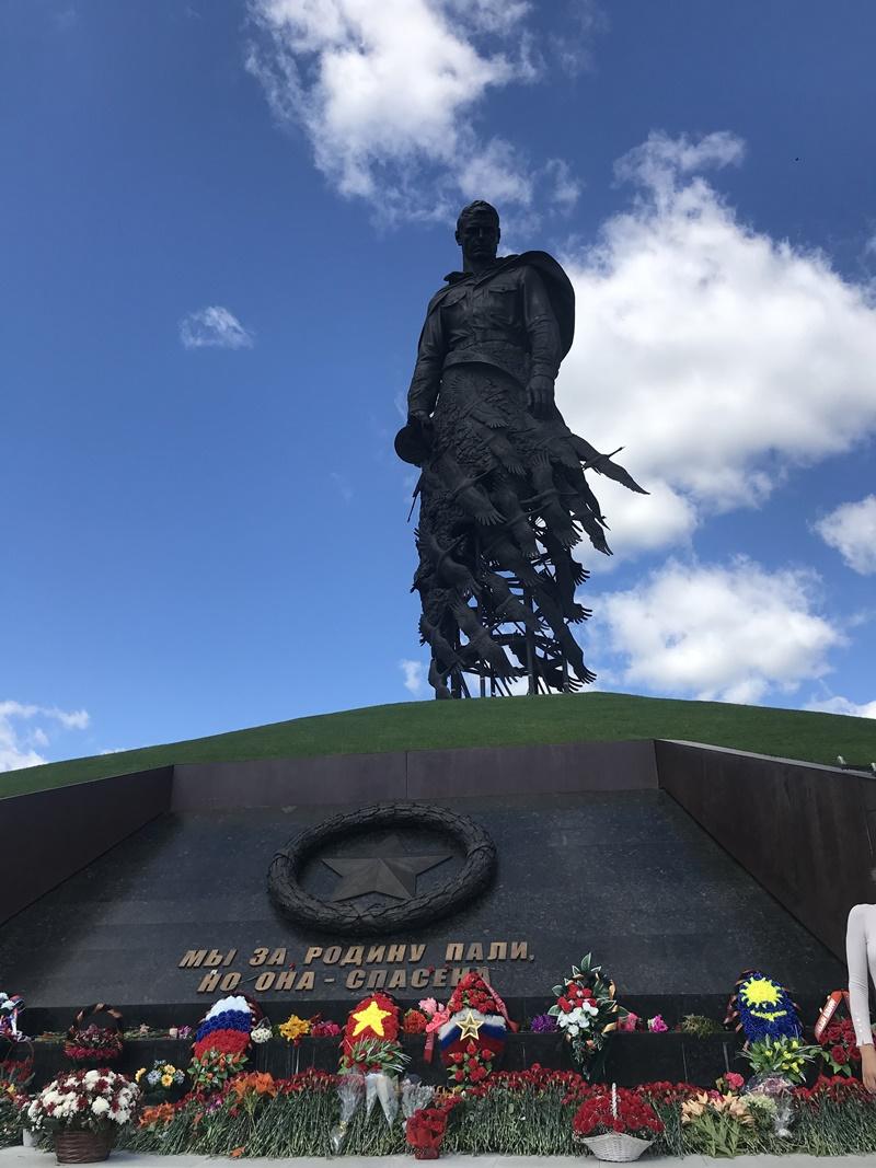 Bức tượng của nhân dân -0