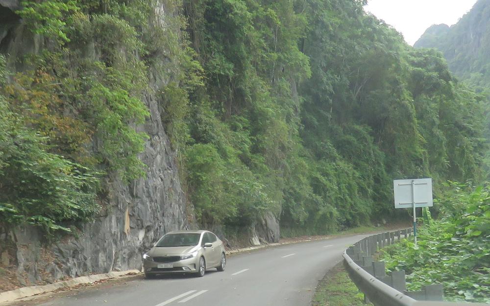 Lật xe khách trên đường Hồ Chí Minh nhánh tây: ít nhất bảy người chết -0