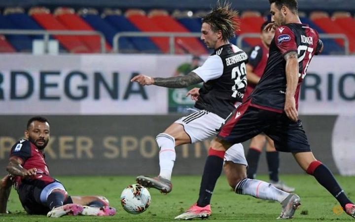 """Ronaldo hụt hơi trong cuộc đua """"Chiếc giày vàng"""" Serie A -0"""