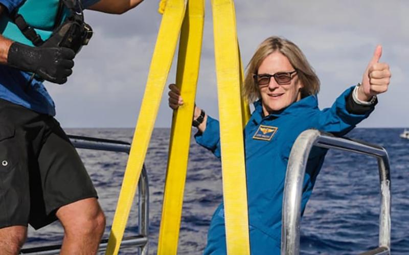 Bên ngoài Trái đất, dưới đáy đại dương -0