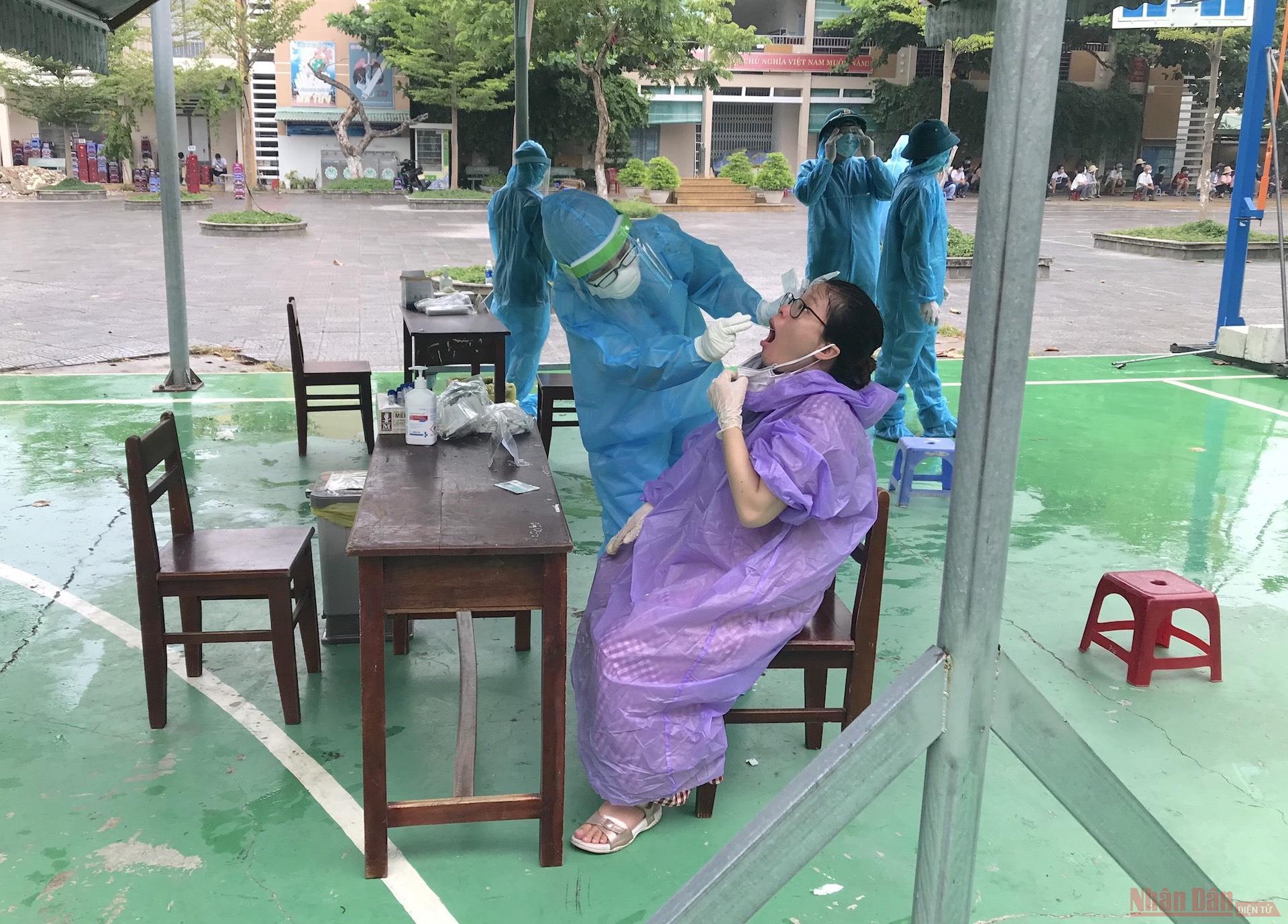 Một tuần từ tâm dịch Đà Nẵng -0