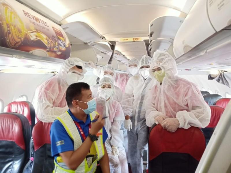 Mỗi ngày một chuyến bay đưa đồng bào về nước -0