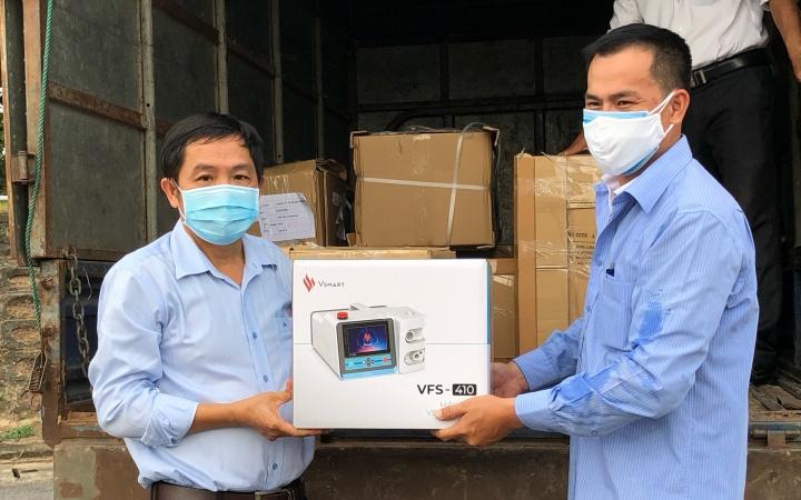 Quảng Ngãi tiếp nhận 30 máy thở từ Tập đoàn Vingroup - Báo Nhân Dân