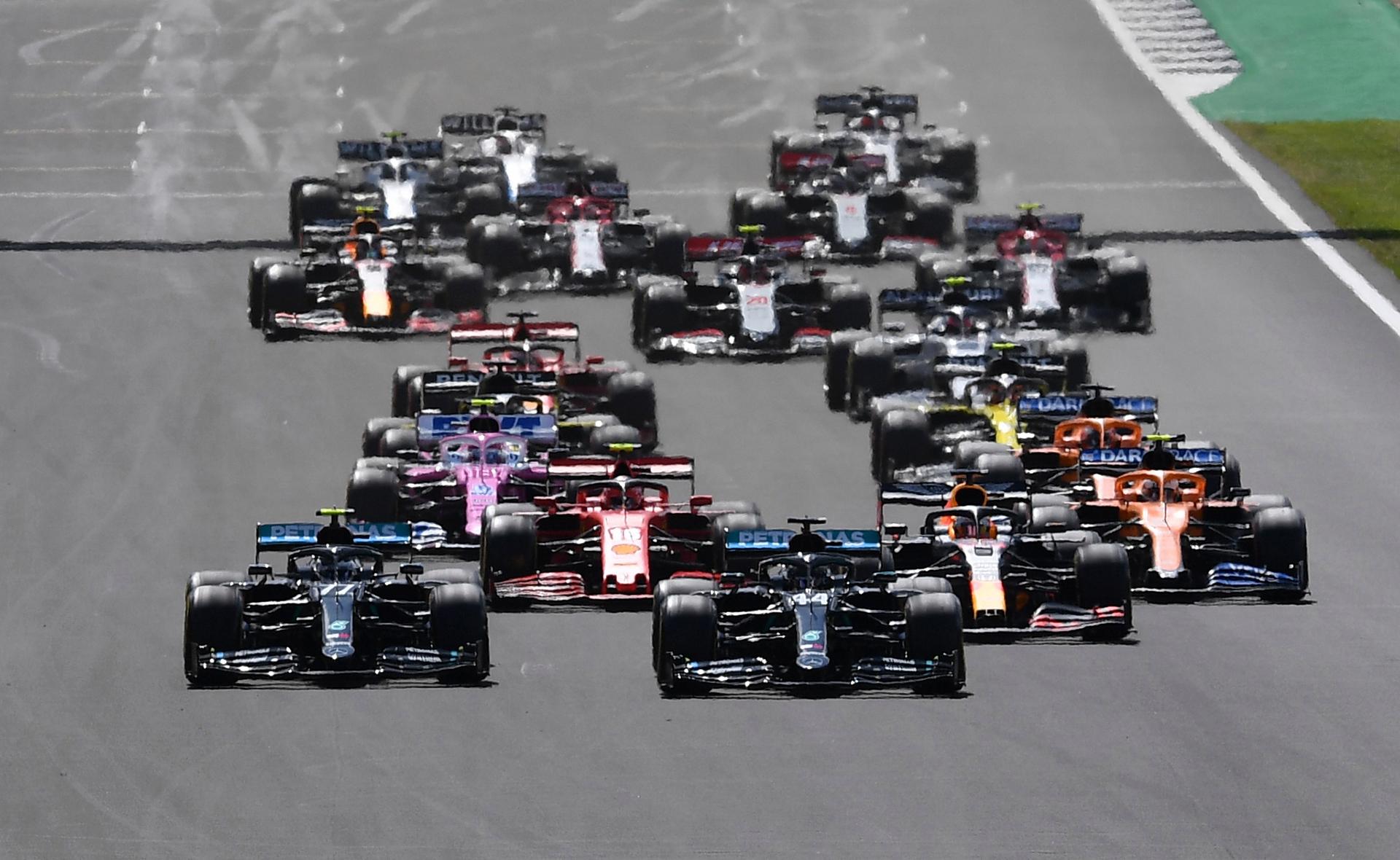 Nổ lốp, Hamilton về đích ngoạn mục -0