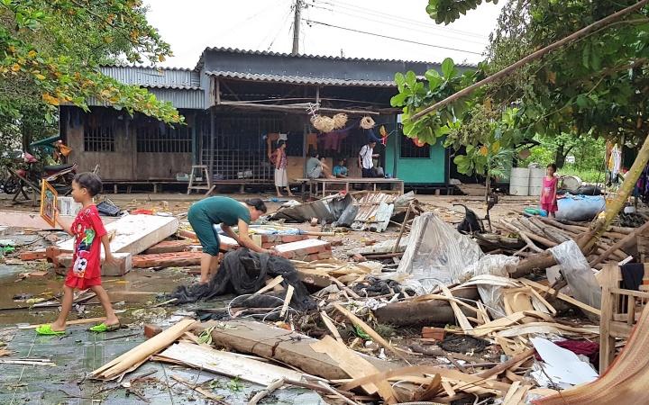108 nhà dân ở Cà Mau thiệt hại do dông lốc, triều cường -0
