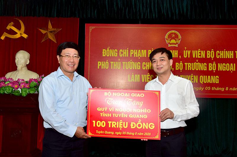 Phó Thủ tướng Chính phủ Phạm Bình Minh làm việc tại Tuyên Quang -0