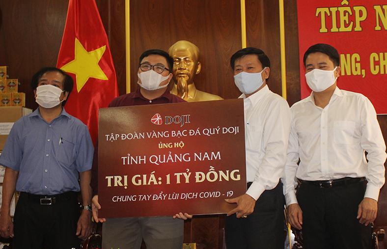 Ủng hộ 8,3 tỷ đồng giúp Quảng Nam phòng, chống dịch Covid-19 -1