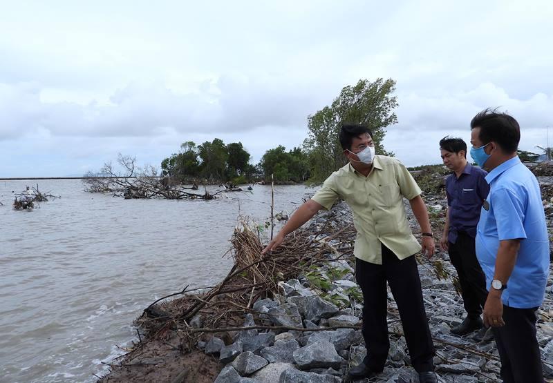 Thêm nhiều điểm sạt lở mới ven bờ biển Tây tỉnh Cà Mau -0