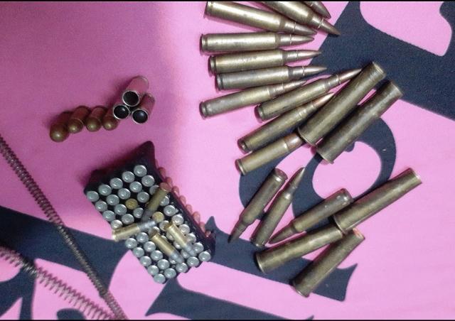 Triệt phá đường dây mua bán ma túy và súng quân dụng -0