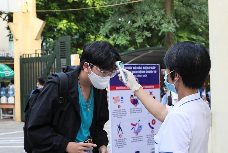 Chủ tịch Thành phố Hà Nội kiểm tra điểm thi có ba thí sinh thi riêng -0