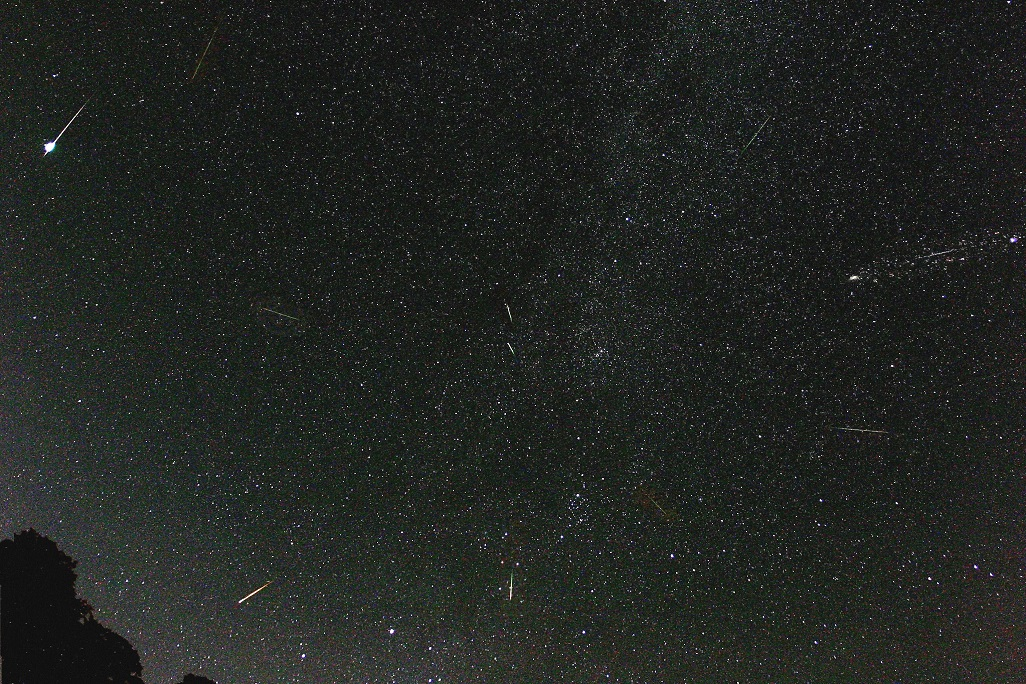 Mưa sao băng Perseid sắp đạt đỉnh trong vài ngày tới -0