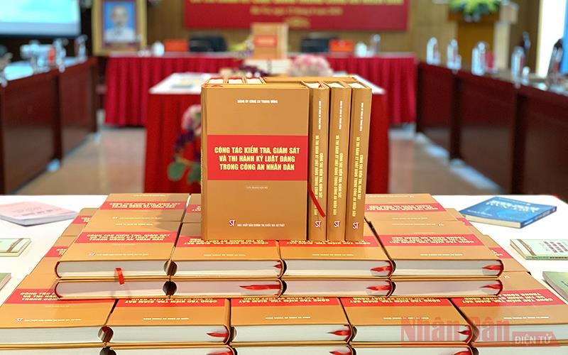 Công bố cuốn sách về công tác kiểm tra, giám sát và thi hành kỷ luật Đảng trong Công an nhân dân -0