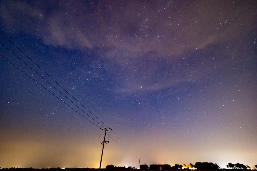 Hình ảnh tỏa sáng của mưa sao băng Perseid 2020  -0