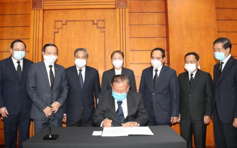 Lãnh đạo Đảng, Nhà nước Lào viếng nguyên Tổng Bí thư Lê Khả Phiêu -0