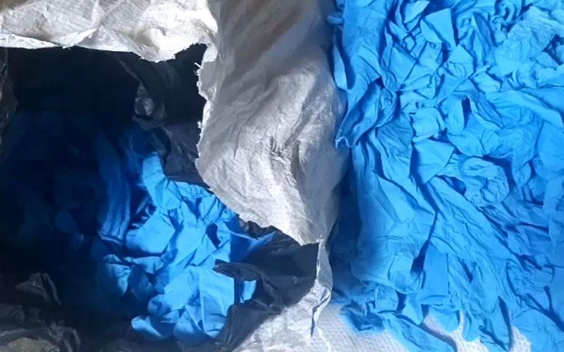 Phát hiện số lượng lớn găng tay y tế tái chế từ găng tay đã qua sử dụng -0