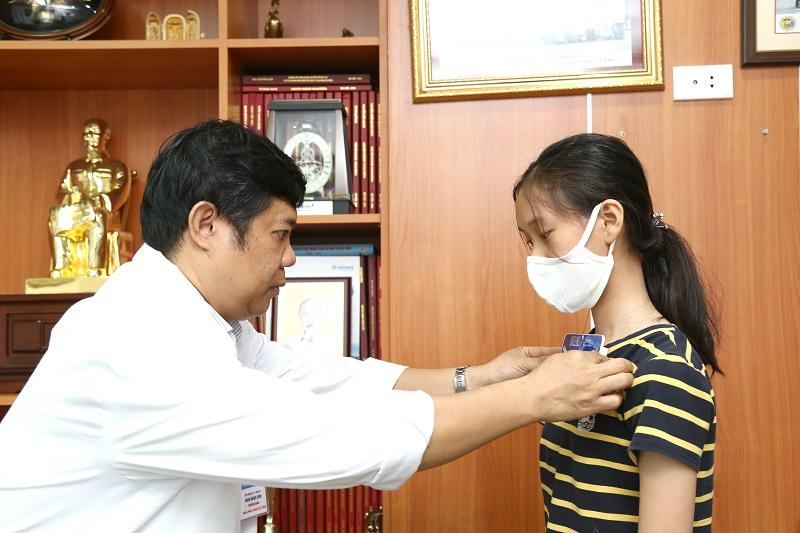 Bé gái bốn tuổi bị liệt vì gù vẹo cột sống, chuyên gia cảnh báo -0