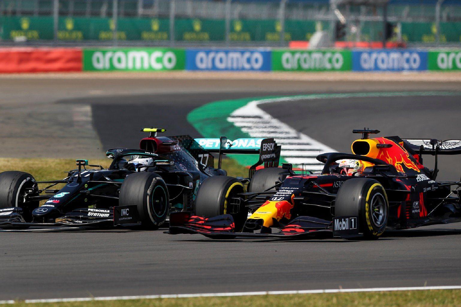 Hamilton giành chiến thắng dễ dàng tại Barcelona -0