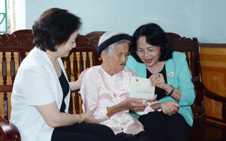 Phó Chủ tịch nước Đặng Thị Ngọc Thịnh làm việc tại Yên Bái -0