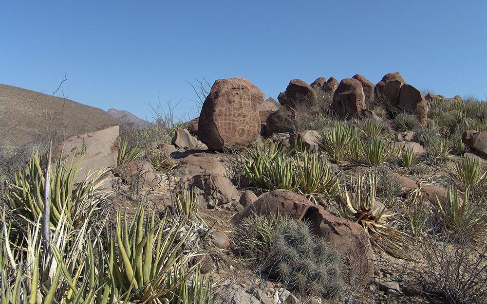 Những tác phẩm nghệ thuật bí ẩn trên đá ở sa mạc Mexico -0