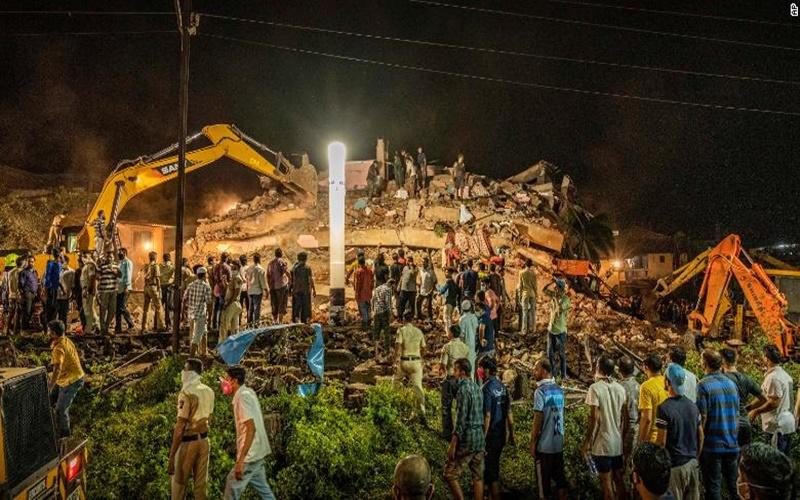 Sập nhà năm tầng tại Ấn Độ, nhiều người mắc kẹt -0