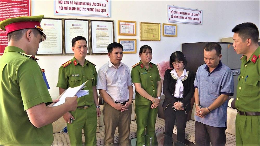 Khởi tố, bắt tạm giam bốn đối tượng nguyên là cán bộ, lãnh đạo Agribank ở Đắk Lắk -0