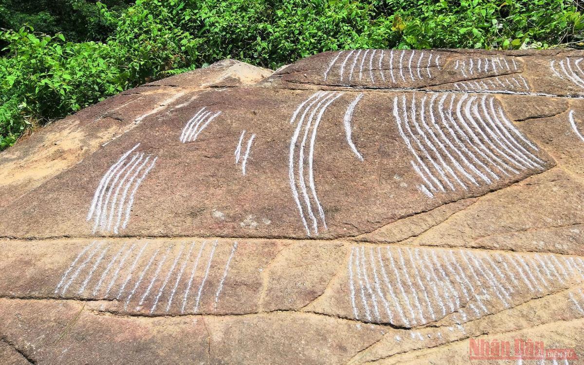 """Ngắm """"siêu phẩm"""" ruộng bậc thang khắc trên đá tại Mù Cang Chải -0"""