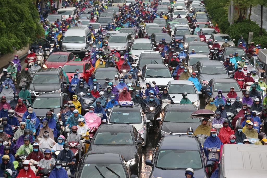 Hà Nội mưa lớn, ùn tắc nghiêm trọng sáng đầu tuần -0