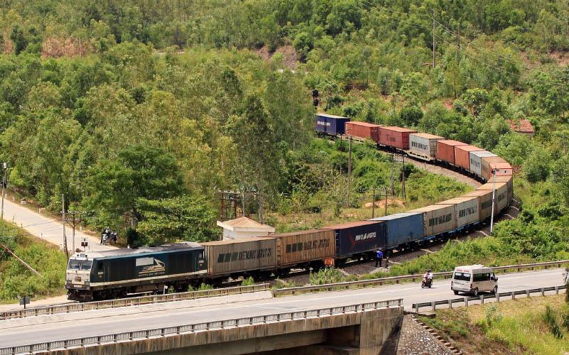 """Đường sắt """"vươn dài"""" những đoàn tàu liên vận -0"""