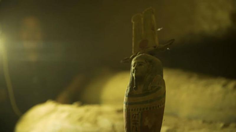 Ai Cập phát hiện 13 quan tài xác ướp trong giếng cổ -0