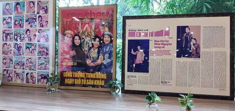 NSND Minh Vương tặng bộ sưu tập hình ảnh hoạt động cải lương cá nhân cho Nhà Văn hóa Thanh Niên -0