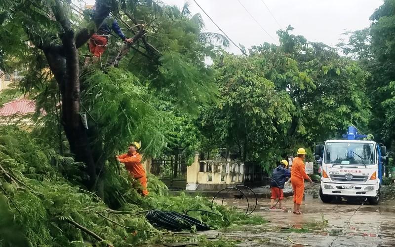 Đã có một người chết,hàng chục người bị thương do bão số 5 -0