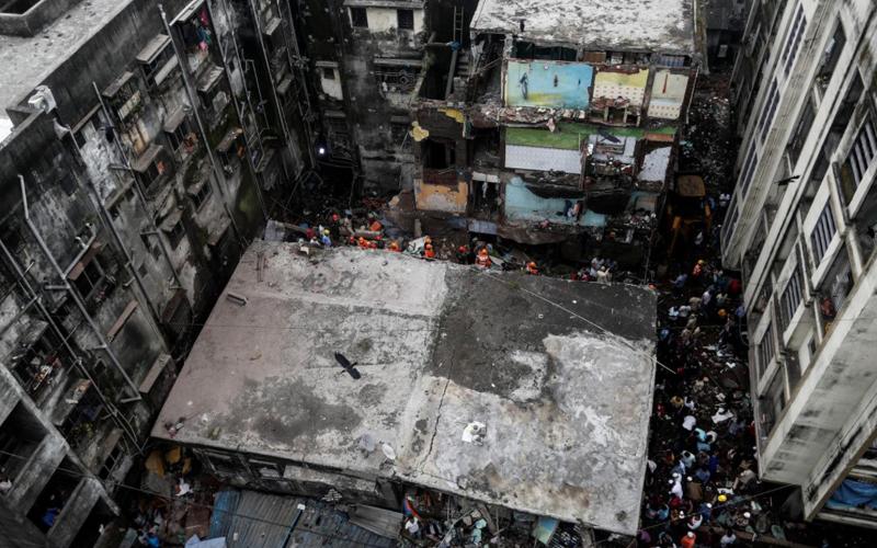 Sập chung cư ba tầng tại Ấn Độ, hàng chục người thương vong -0