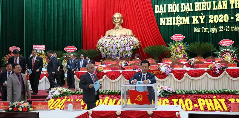 Đồng chí Dương Văn Trang được bầu giữ chức Bí thư Tỉnh ủy Kon Tum -0