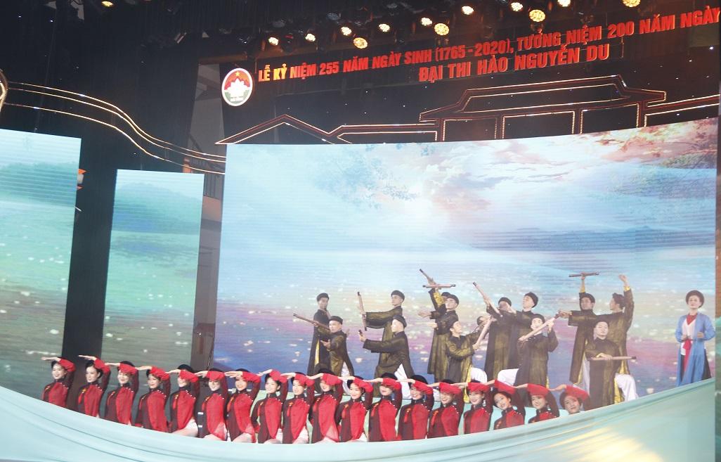 Tôn vinh và tưởng niệm Danh nhân văn hóa thế giới - Ðại thi hào dân tộc Nguyễn Du -0