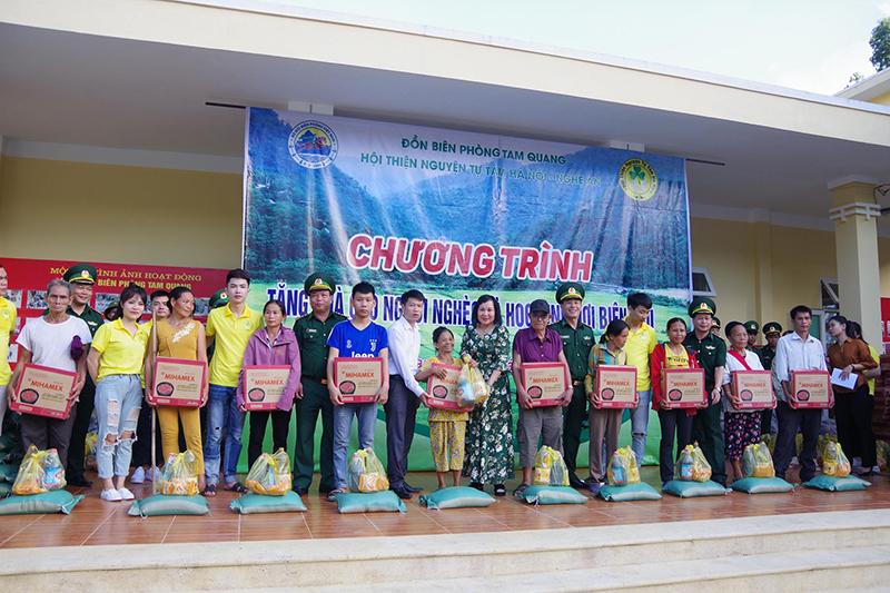 Tặng quà người nghèo, học sinh và tổ chức vui Tết Trung thu tại xã biên giới Tam Quang -0