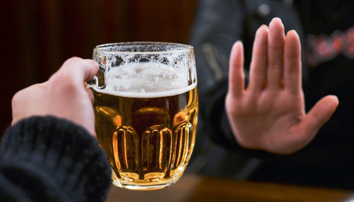 Lôi kéo, ép buộc người khác uống rượu bia sẽ bị phạt đến một triệu đồng - Báo Nhân Dân