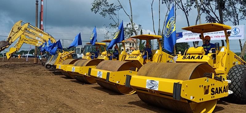 Đội thi công dự án cao tốc Dầu Giây - Phan Thiết