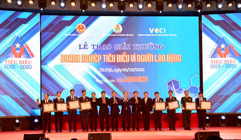 """Vietcombank vinh dự được Thủ tướng Chính phủ tặng Bằng khen """"Doanh nghiệp tiêu biểu vì người lao động"""" -0"""