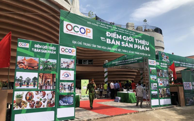 Quảng bá sản phẩm OCOP gắn với phát triển làng nghề Bát Tràng - Báo Nhân Dân