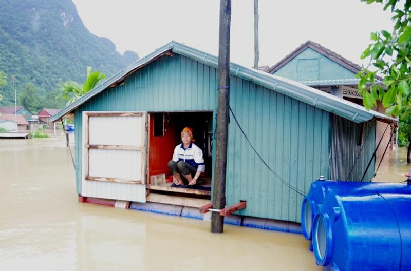 Quảng Bình: Gần 13 nghìn ngôi nhà bị ngập lụt, QL1A bị chia cắt -0