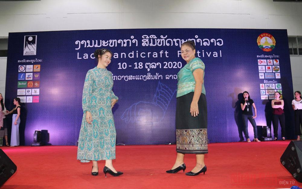 Khai mạc Hội chợ thương mại hàng thủ công mỹ nghệ Lào lần thứ 19 -0