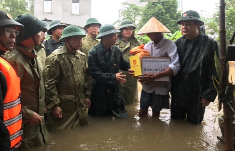 Quân khu 4 hỗ trợ Thừa Thiên Huế ứng phó, khắc phục hậu quả mưa lũ -0