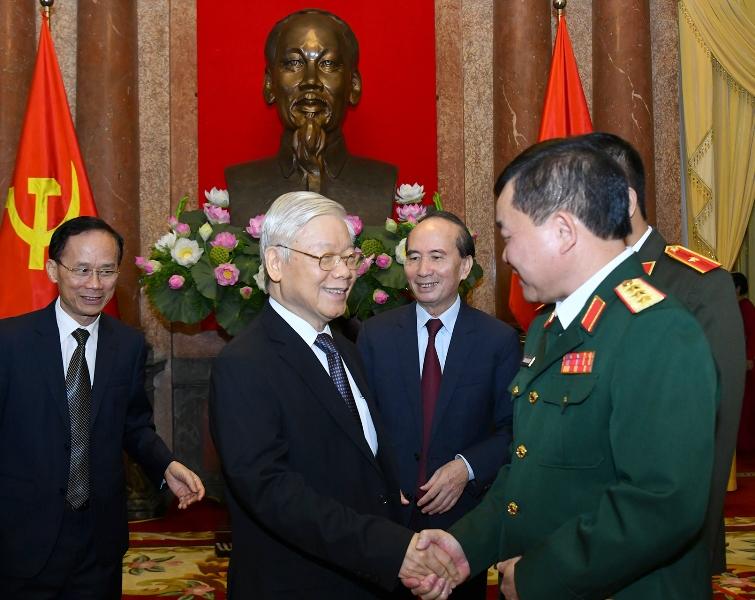 Tổng Bí thư, Chủ tịch nước Nguyễn Phú Trọng trao Quyết định thăng quân hàm Thượng tướng cho hai sĩ quan quân đội -0