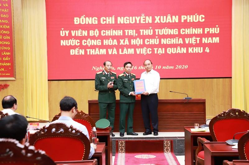 Thủ tướng Nguyễn Xuân Phúc dâng hương tại Khu di tích Kim Liên -0