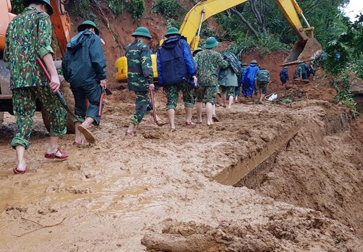 Sạt lở đất tại Quảng Trị vùi lấp nhiều cán bộ, chiến sĩ: Đã tìm thấy ba thi thể đầu tiên -0
