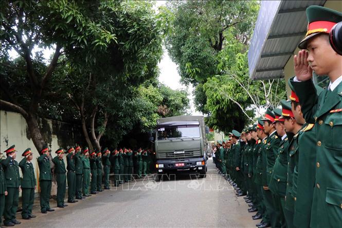 Tiễn đưa 13 chiến sĩ hy sinh ở khu vực thủy điện Rào Trăng 3 về đất mẹ  -0