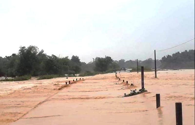 Tiếp tục mưa rất to, lũ khẩn cấp trên các sông ở Quảng Bình, Hà Tĩnh