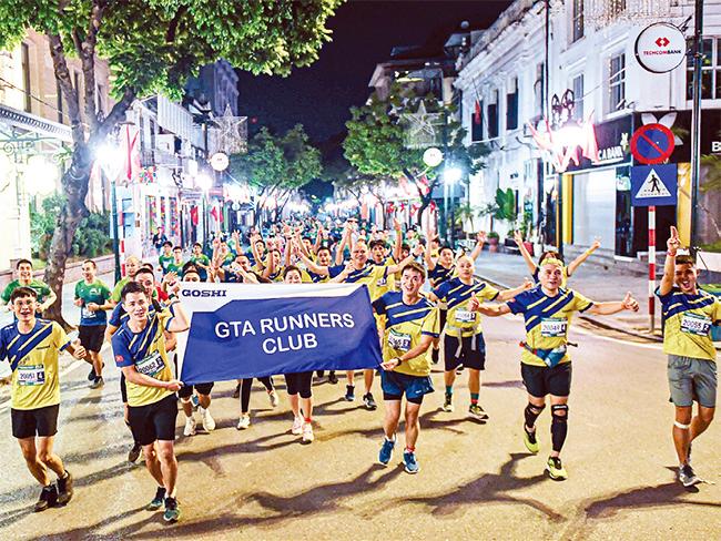 Ngắm nhìn Hà Nội từ đường chạy Marathon -0
