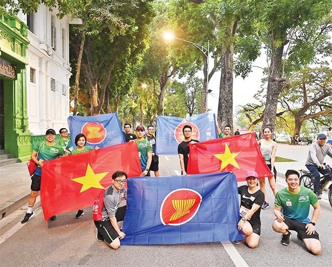 Ngắm nhìn Hà Nội từ đường chạy Marathon -1
